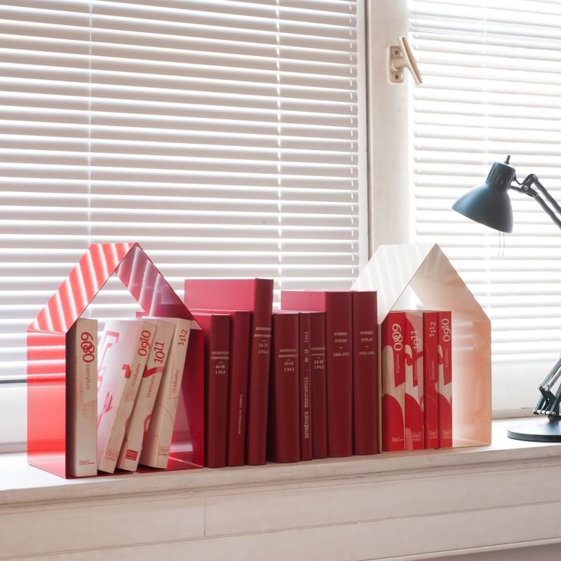Domus rouge table de chevet ou et serre livre for Livre decoration interieur maison