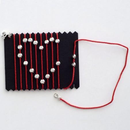 Magic Symbol - Collier avec des perles d'argents recréant un symbole