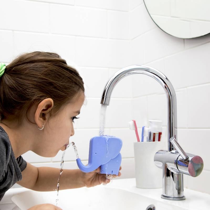 jumbo jr l 39 l phant est un accessoire pour rediriger l eau du robinet. Black Bedroom Furniture Sets. Home Design Ideas